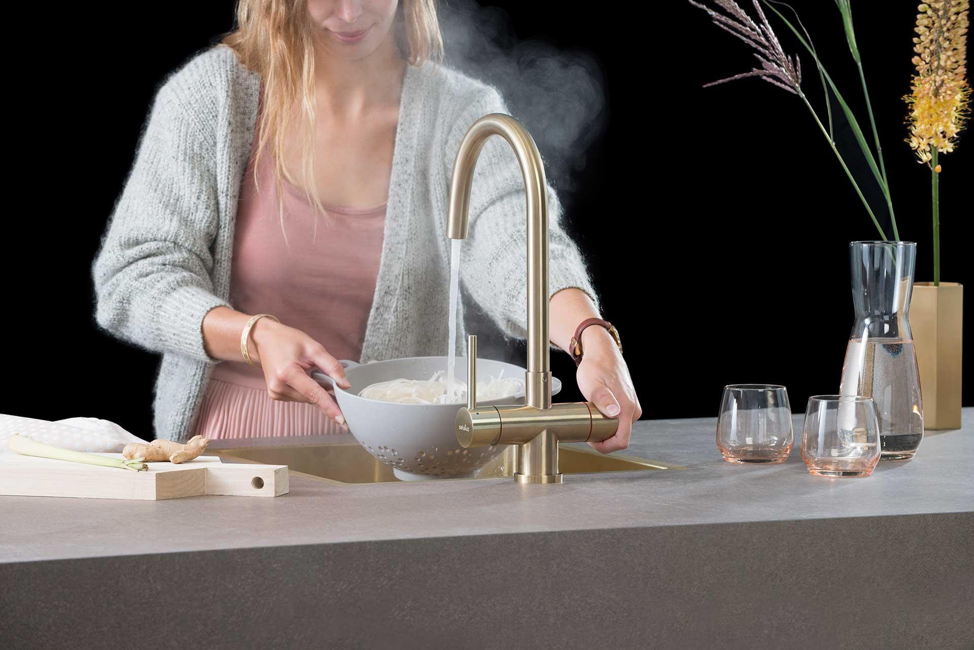 Enviroo-Keukens-Selsiuz-steel-Gold-Rond-met-model